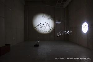 ⑤川辺ナホ《Optiker》2014年、「想像しなおし」での展示風景、福岡市美術館 撮影:山中慎太郎(Qsyum!)